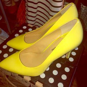 Gianni Bini neon yellow pumps size 8.5